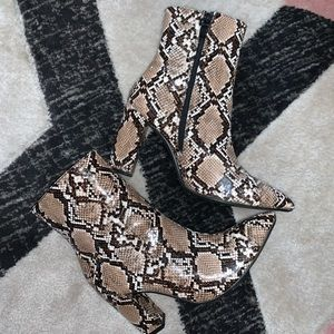 Tan Snake Print Block Pointed-Toe Heeled Boots Sz9